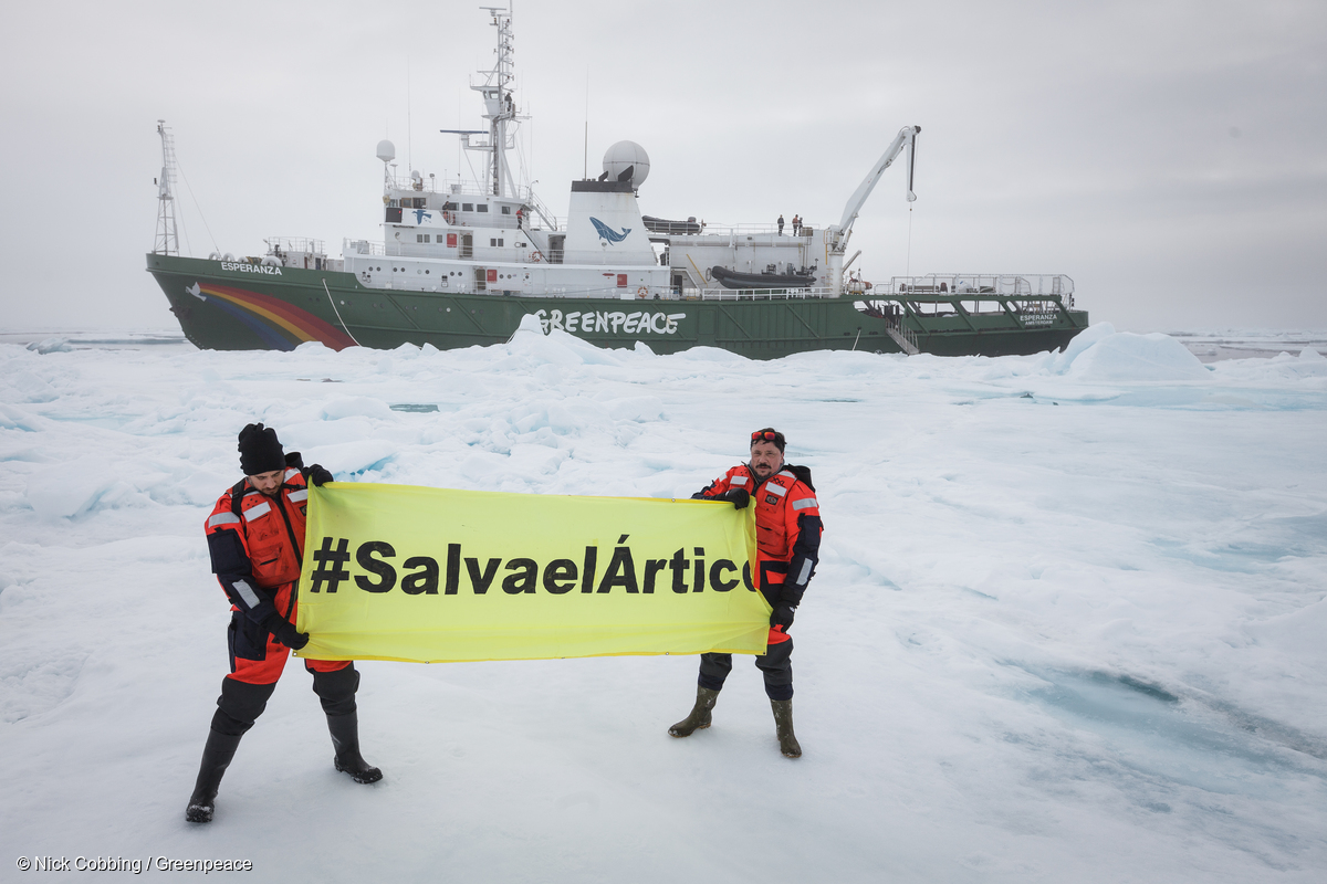 Carlos Bardem and Alberto Ammann in the Arctic with Greenpeace